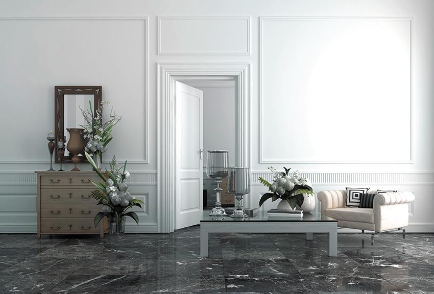 Un salon bourgeois réinventé en 2017 : fauteuil confortable, table basse contemporaine, commode en bois et plantes vertes se mixent