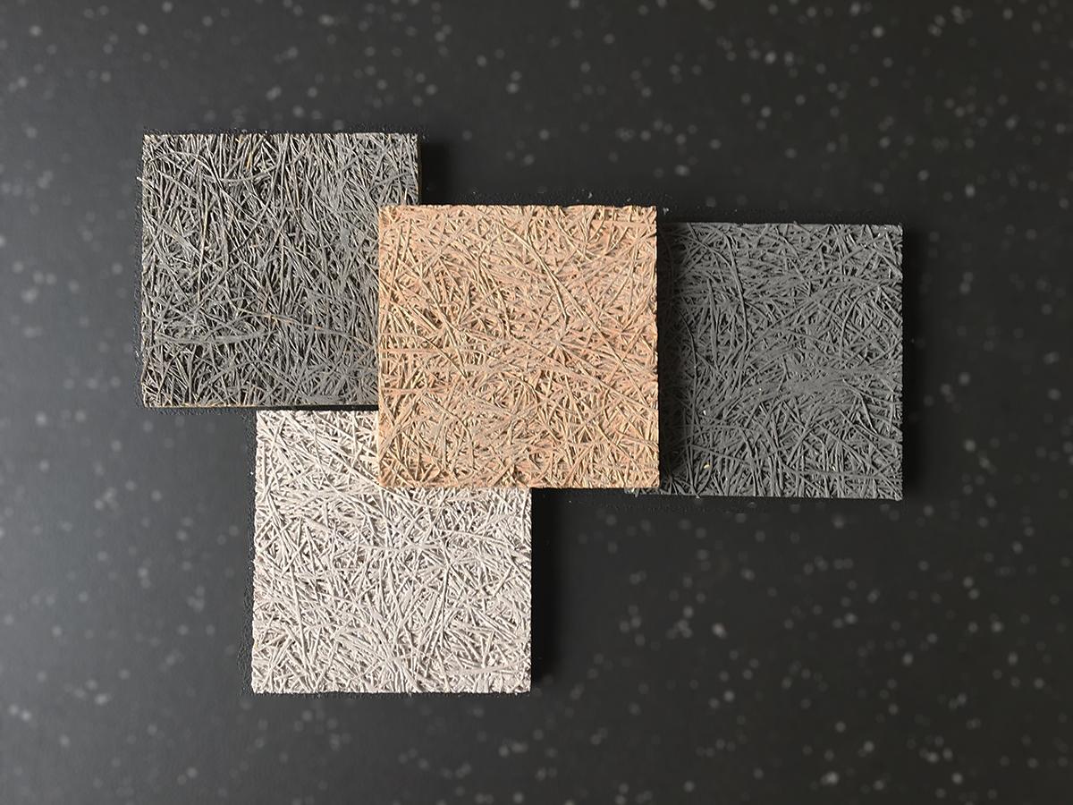 4 échantillons de panneaux de laine de bois illustrent la tendnace tr§ès naturelle Material spirit : 2 gris, un naturel et un beige.