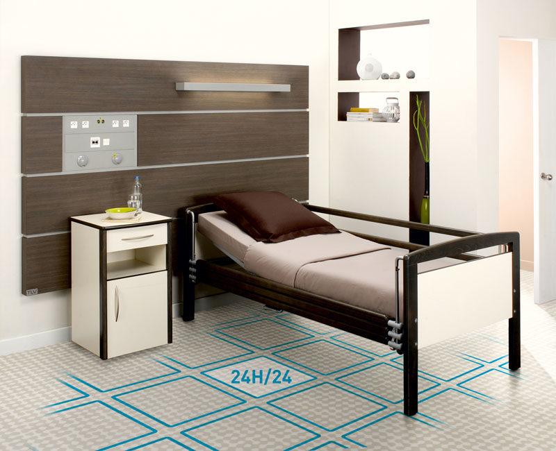 une chambre d'hôpital dans les tonsbelus et bruns, équipée d'un sol vinyl intelligent Elsi Smart Floor