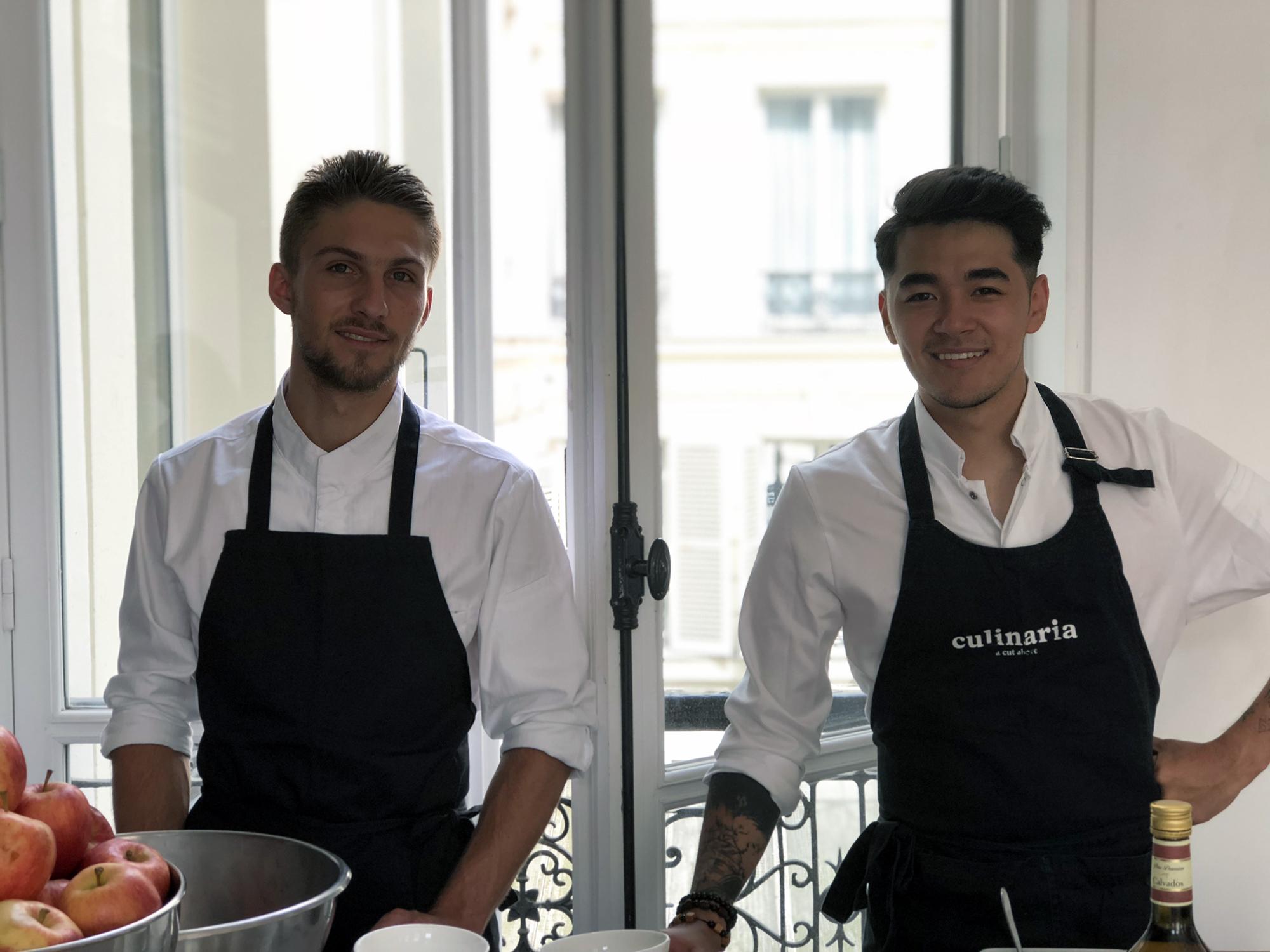 le jeune chef Geoffrey - top chef 2018 - pose avec le sourire et son tablier de cuisine