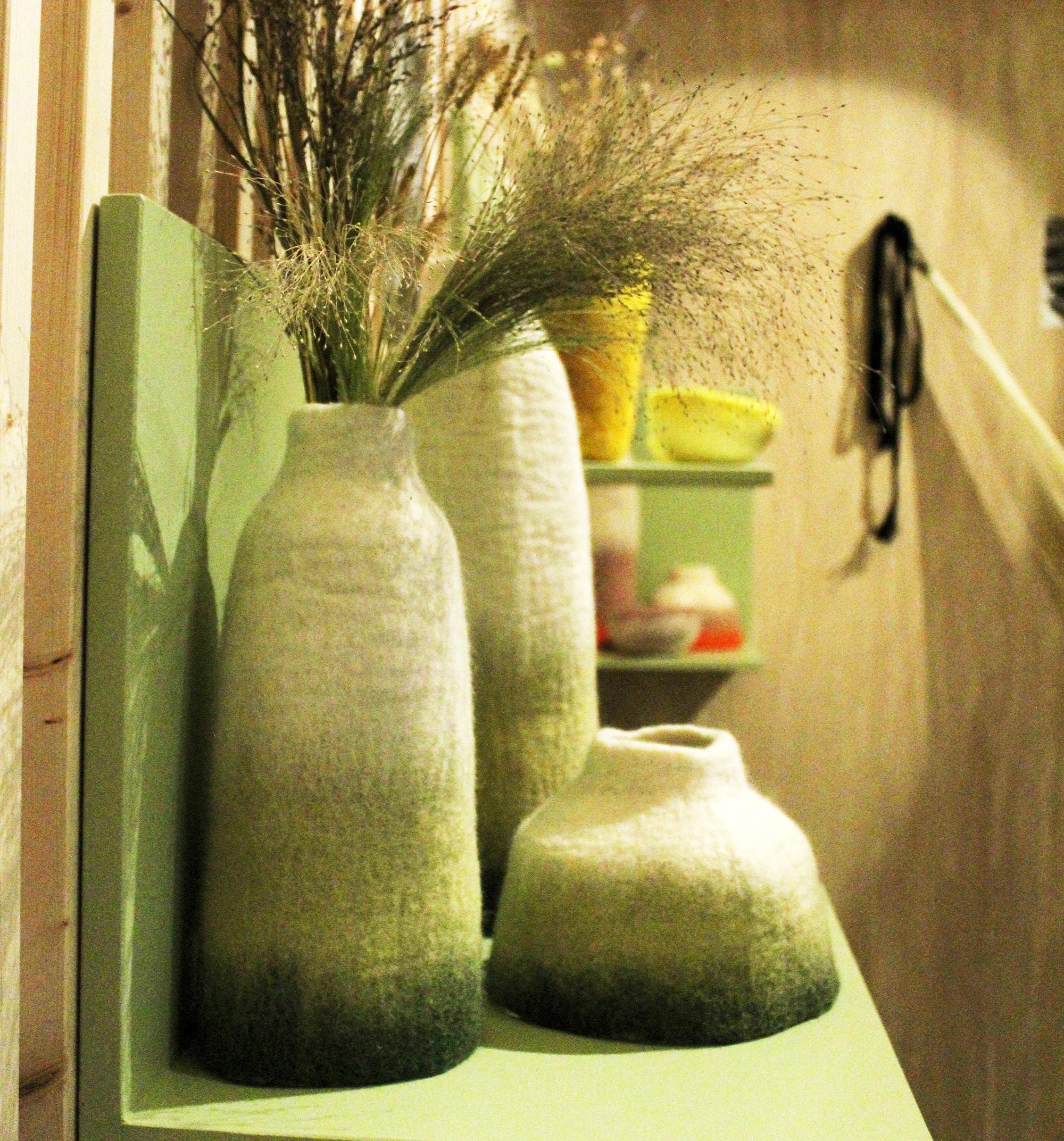 Une série de vases en feutre de laine récupérée - Espace Virtuous Nelly Rodi - Maison & Objet 2018