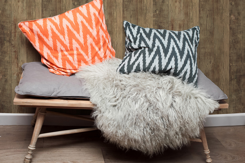 Eloge de la paresse avec ce plaid en poils de chèvre, cette table basse d'appoint en bois naturel...