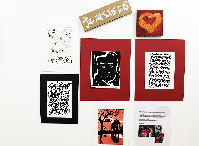 Messages pétiques, calligraphies, poèmes et photos de mlleYo pour l'exposition L'Art dans tous les Sens. La quasi totalité de l'accrochage a été réalisé avec les accroches tableaux Command de 3M.