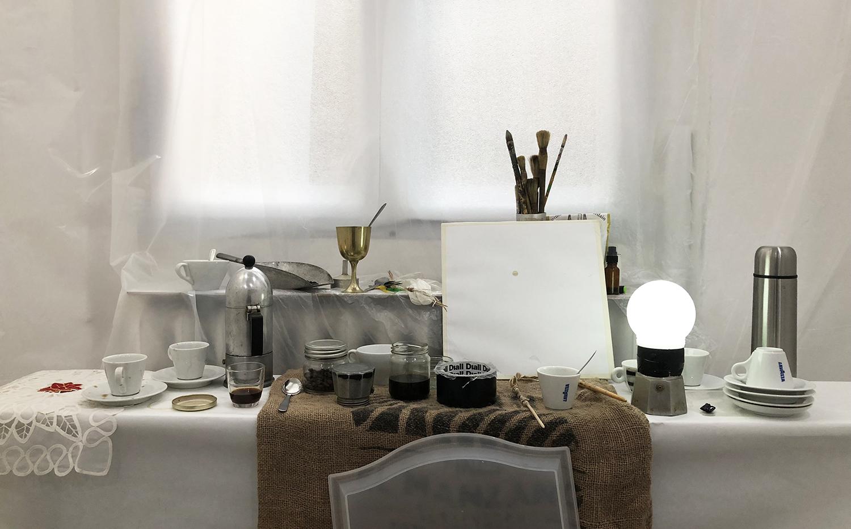 Un atelier sensuel et olfactif autour du café, par l'artiste plasticien Clem Letrusko pour l'exposition L'Art dans tous les Sens.