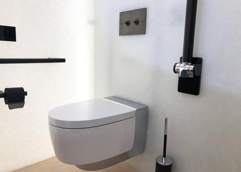 Des toilettes accessibles qui ne sacrifient rien à l'élégance. WC lavant Maïra de Geberit.