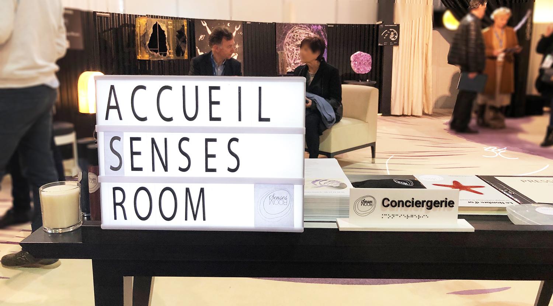 L'accueil de l'espace Senses Room au Salon EquipHotel, une mise en scène autour des sens.