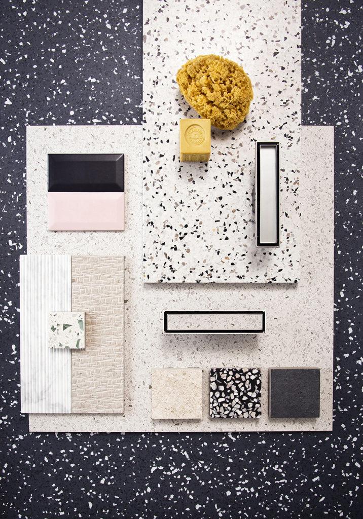 Geberit propose une canivelle de douche personnalisable. Sa structure en alumium reçoit le même carrelage que le reste du sol de douche. Cette technologie est illustrée par un pêle-mêle de carrelages, terrazzo et mosaïques dans les tons noirs, blancs et roses