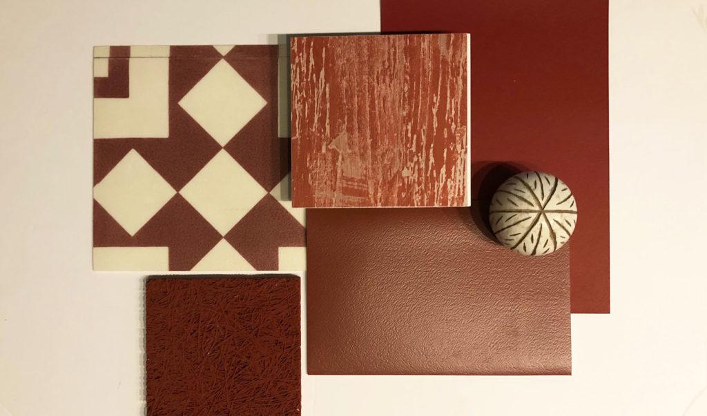Un pêle-mêle de matériaux décoratifs dans une palette de rouges sombres et intenses