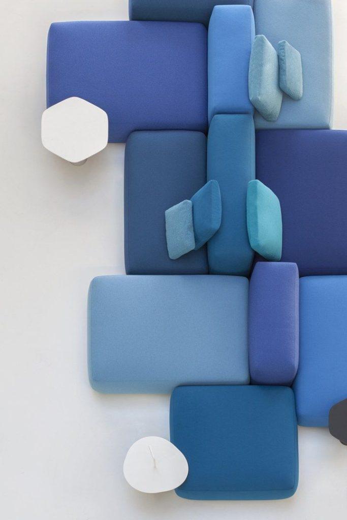 un système de cabapés modulaires pris du haut en camaïeu de bleu